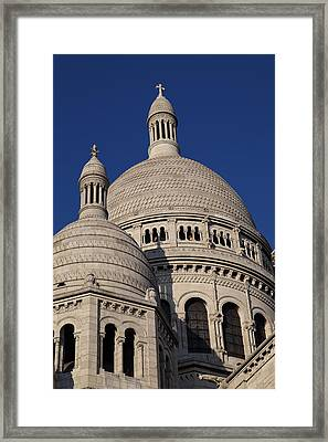 Outside The Basilica Of The Sacred Heart Of Paris - Sacre Coeur - Paris France - 01138 Framed Print