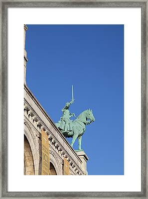 Outside The Basilica Of The Sacred Heart Of Paris - Sacre Coeur - Paris France - 01139 Framed Print