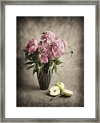 Paeony And Apples Framed Print by Jitka Unverdorben