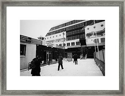 Passengers In A Snow Blizzard Return To The Hurtigruten Passenger Terminal Hammerfest Finnmark Norwa Framed Print