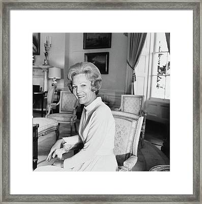 Pat Nixon In The White House Framed Print