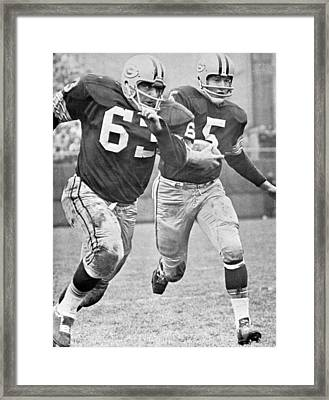 Paul Hornung Running Framed Print by Gianfranco Weiss