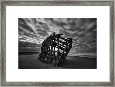 Peter Iredale Shipwreck Black And White Framed Print by Mark Kiver