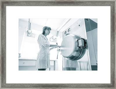 Pharmaceutical Worker Framed Print by Wladimir Bulgar/science Photo Library