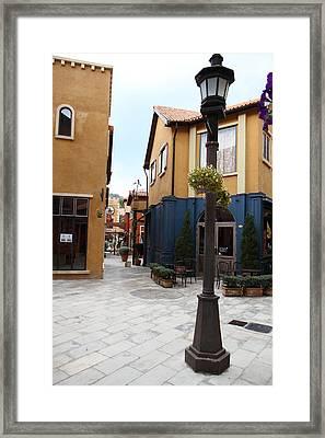 Piazza Palio - Khaoyai Thailand - 01131 Framed Print