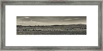 Picketts Charge From Seminary Ridge In Black And White Framed Print