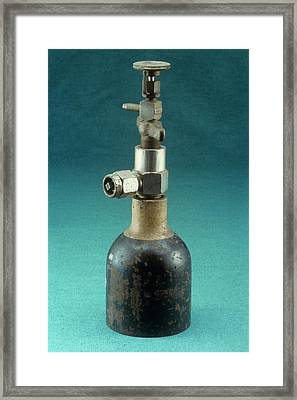 Pinson Fine Adjustment Valve Framed Print by Science Photo Library