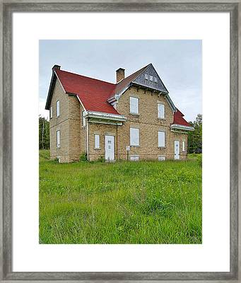 Plum Island Lighthouse Keepers Residence Of Door County Framed Print by Carol Toepke