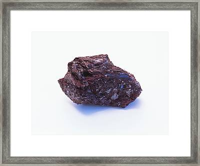 Prismatic Piemontite Crystals Framed Print by Dorling Kindersley/uig