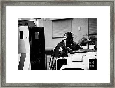 Psni Officer In Protective Riot Gear At Landrovers On Crumlin Road At Ardoyne Shops Belfast 12th Jul Framed Print by Joe Fox