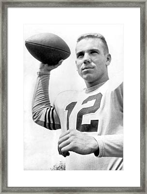Quarterback Roger Staubach. Framed Print by Underwood Archives
