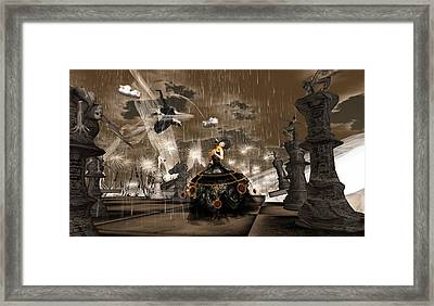 Queen Of Hearts - Losing The Game Framed Print by Amanda Holmes Tzafrir