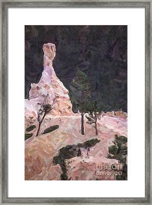 Queens Garden Trail Bryce Canyon Framed Print by Liz Leyden