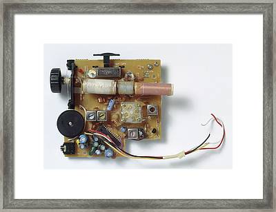 Radio Circuit Board And Components Framed Print by Dorling Kindersley/uig