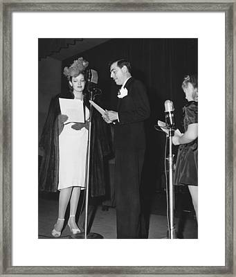 Radio Performers Broadcasting Framed Print by Underwood Archives