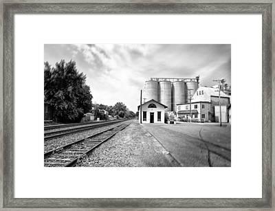 Rail Road In Rural Pennsylvania Framed Print by Bill Cannon