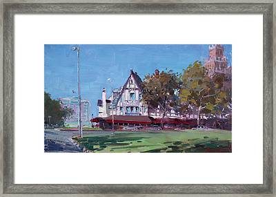 Red Coach Inn Niagara Falls Ny  Framed Print by Ylli Haruni
