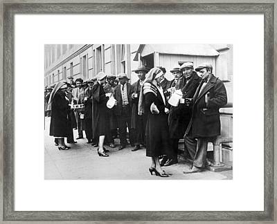 Red Cross Serves Coffee To Vets Framed Print by Underwood Archives