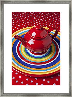 Red Teapot On Circle Plate  Framed Print by Garry Gay