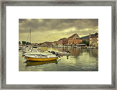 rent A boat  Framed Print by Rob Hawkins