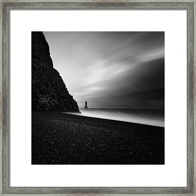 Framed Print featuring the photograph Reynisfjara by Frodi Brinks