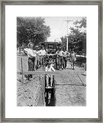 Road Workers In La Framed Print by Underwood Archives