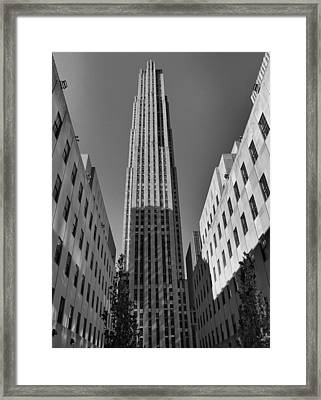 Ge Building In Black And White Framed Print by Dan Sproul