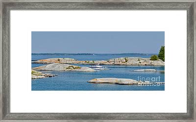 Rocky Islands On Georgian Bay Framed Print by Les Palenik