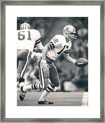 Roger Staubach Passing The Ball Framed Print by Gianfranco Weiss