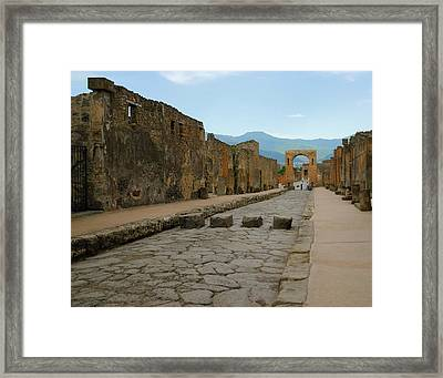Roman Street In Pompeii Framed Print by Alan Toepfer