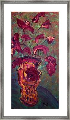 Romantic Vase  Framed Print by Oscar Penalber