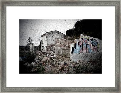 Ruins Of An Abandoned Farm House Framed Print by RicardMN Photography