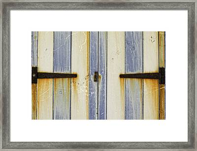 Rusty Beach Hut Framed Print by Lesley Rigg