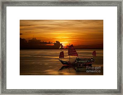 Sanpan Sunset Framed Print by Shirley Mangini