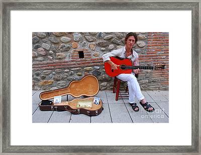 Scarlet Notes Framed Print by Susan Hernandez