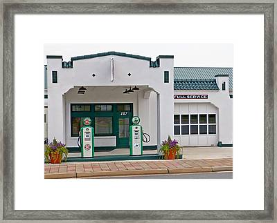 Sinclair Gas Station Framed Print by Pete Trenholm