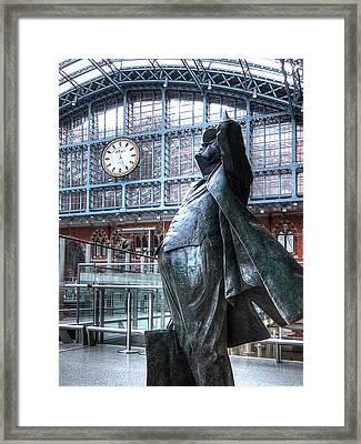 Sir John Betjeman Statue And Clock At St Pancras Station Framed Print by Gill Billington
