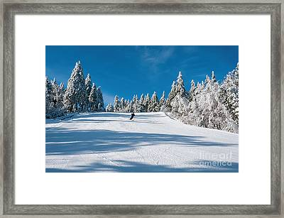 Skiers Paradise Framed Print by Sharon Seaward