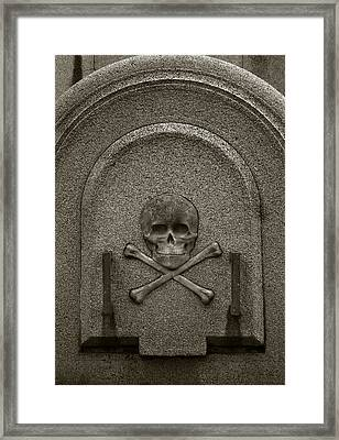 Framed Print featuring the photograph Skull And Crossbones by Amarildo Correa