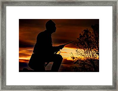Sky Fire - 1st Pa Cavalry Regiment-a1 Cemetery Ridge Near Copse Of Trees Dawn Autumn Gettysburg Framed Print