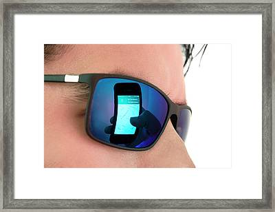 Smartphone Use Framed Print by Daniel Sambraus