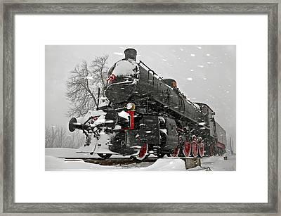 Framed Print featuring the photograph Snowsteam by Graham Hawcroft pixsellpix
