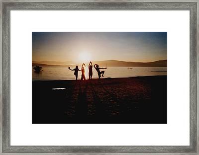 Sonnentanz Framed Print