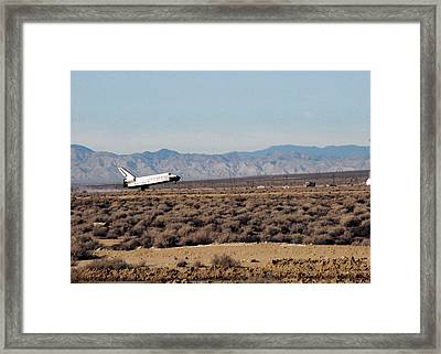 Space Shuttle Endeavor Landing Framed Print by Science Source