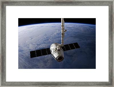 Spacex Dragon Capsule At The Iss Framed Print by Science Photo Library