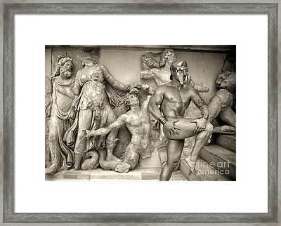 F 1 Spartano Nudo Framed Print by Norberto Torriente