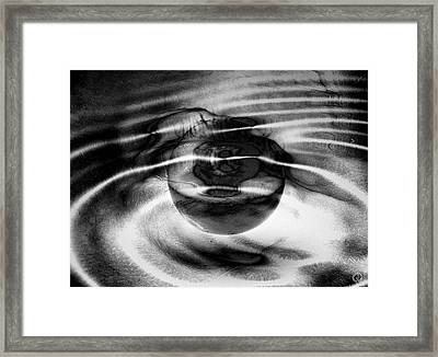 Spinning Eye Framed Print by Gun Legler