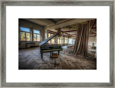 Stage View Framed Print by Nathan Wright