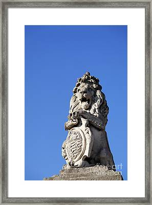 Statue Of A Lion On The Walls Of Buckingham Palace In London England Framed Print by Robert Preston
