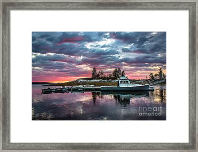 Stormy Sunset At Lookout Point Framed Print by Benjamin Williamson